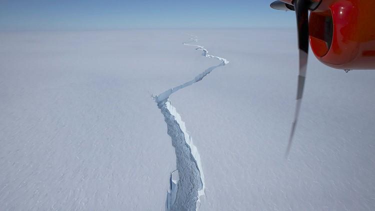 Iceberg larger than New York City breaks off Antarctica