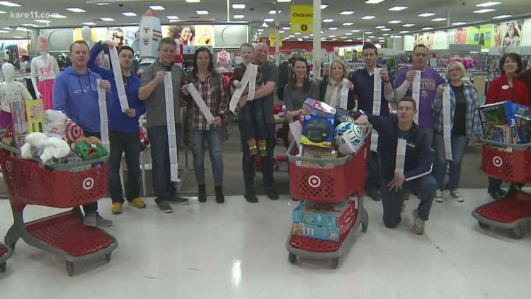 Minnesota fantasy football league fills 32 carts for Toys for Tots
