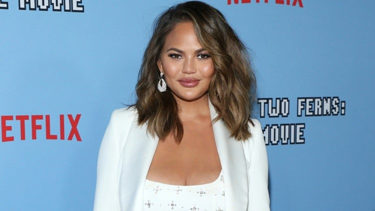 Chrissy Teigen Addresses Her 'Awful' Past Tweets in Lengthy Apology to Her 'Targets'