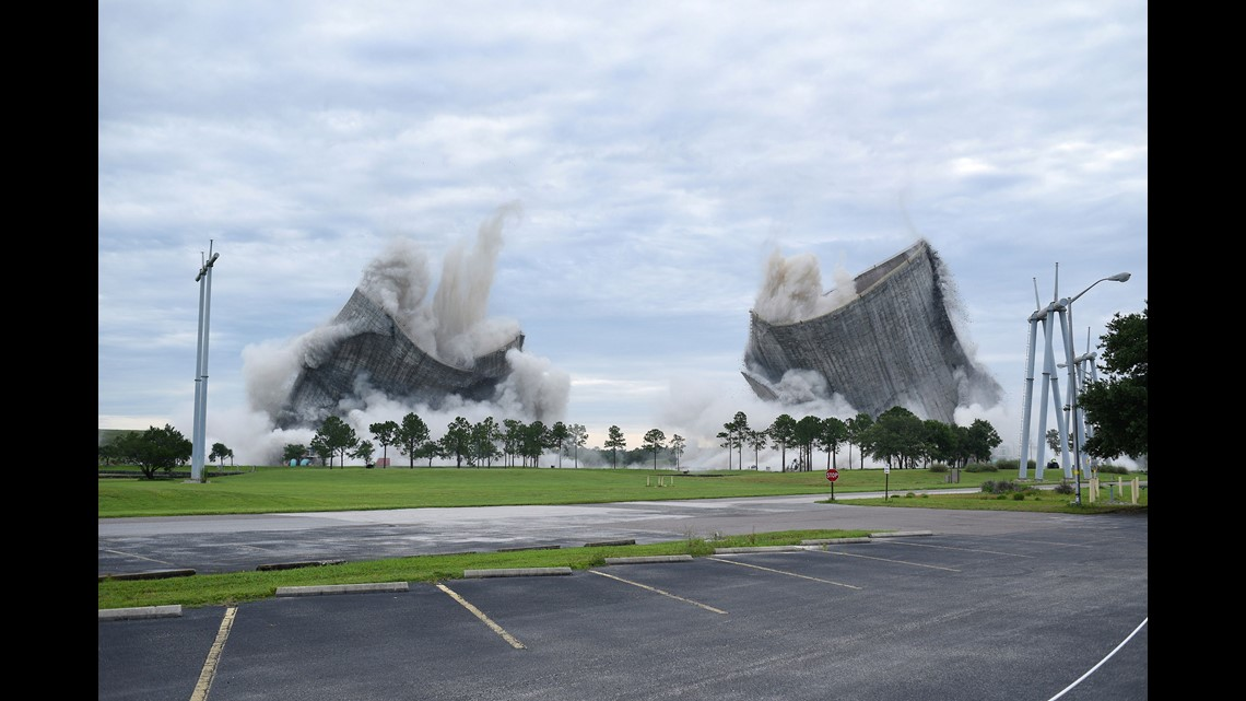 wusa9.com | Spectacular implosion brings down twin cooling towers at Florida power plant