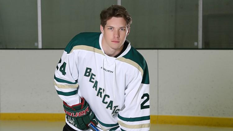 Riley Kuznia hockey