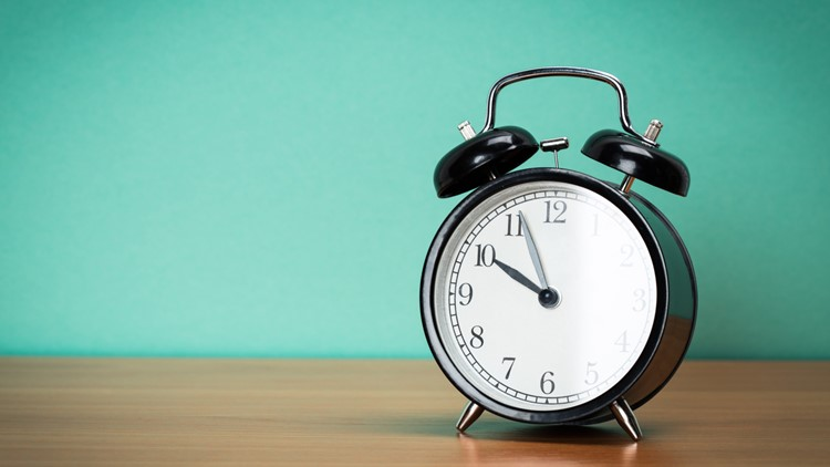 When is it time to turn back the clocks on daylight saving time?