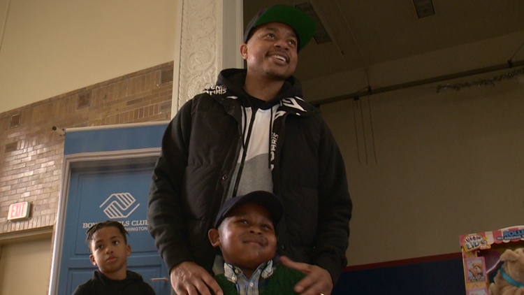 'I was once in their shoes' | Wizards point guard Isaiah Thomas gives gifts to 100 low-income DC children
