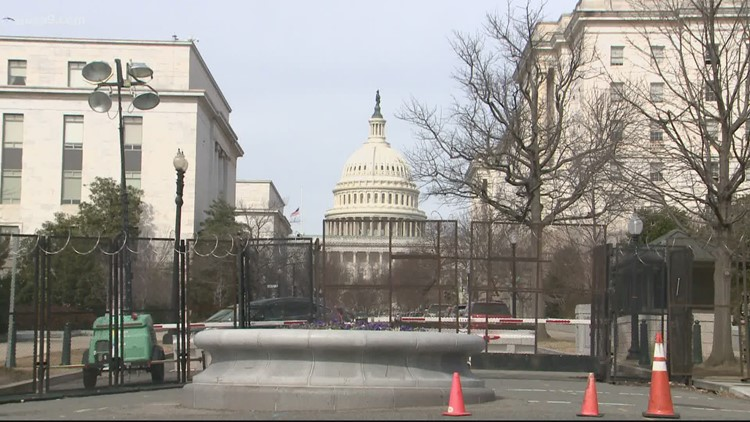 A threat to bomb the US Capitol and a bomber still at large leaves Capitol Hill residents tense