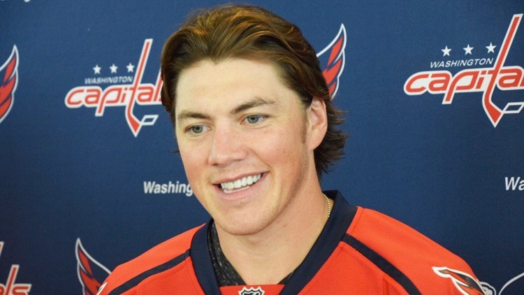Oshie Signs for Caps