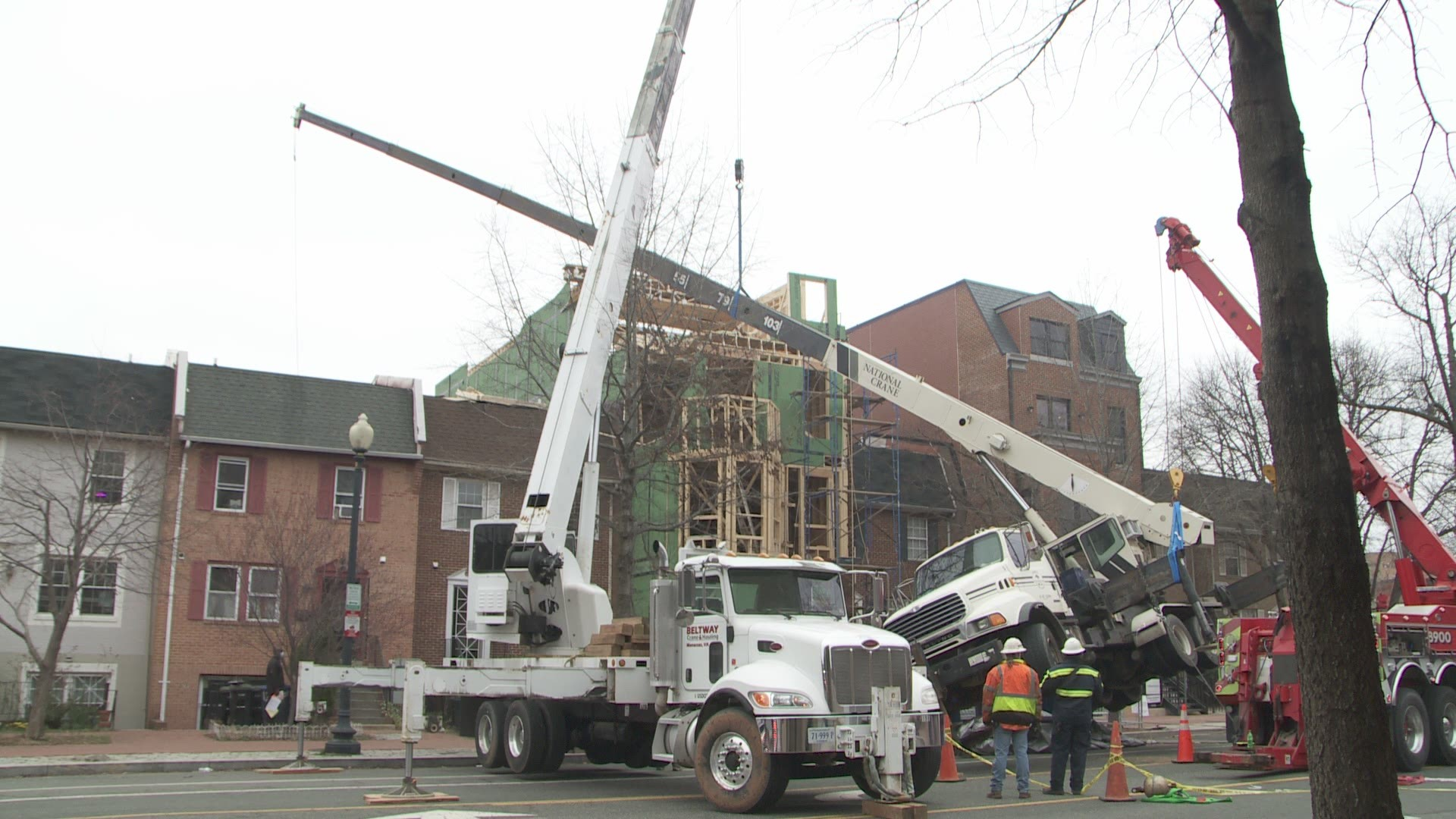 Construction Crane Slams Roof Of House In Nw Dc Crews Rescue Injured Worker Wusa9 Com