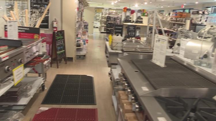 Virginia restaurants seeing issues getting kitchen items, filling staffs
