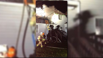 Firefighter injured in Centreville house fire