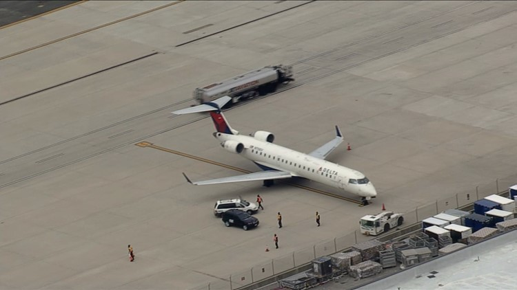 wusa9.com | Delta plane makes emergency landing at Dulles Airport