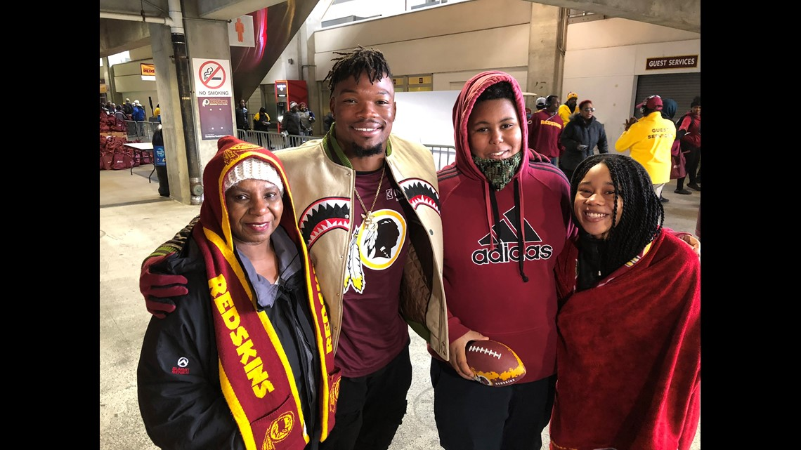 Washington Redskins provide Thanksgiving meals and memories