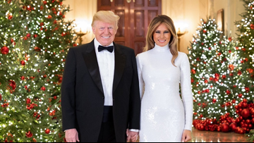 Whitehouse Christmas Decorations.White House Unveils Official Christmas Portrait Wusa9 Com