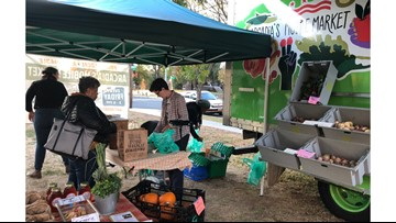 Farmer's market on wheels delivers fresh, local produce to 'food deserts'