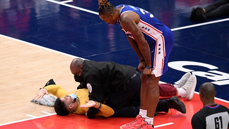 Fans Gone Wild: Spectator runs onto the court at Wizards, Sixers game