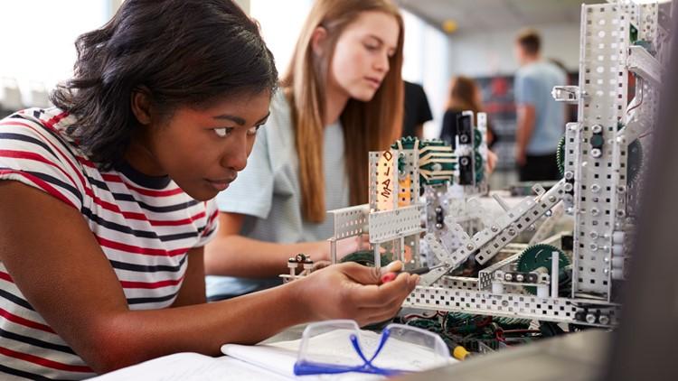 Tech company, Arlington Public Schools push STEM interest in Virginia high schoolers
