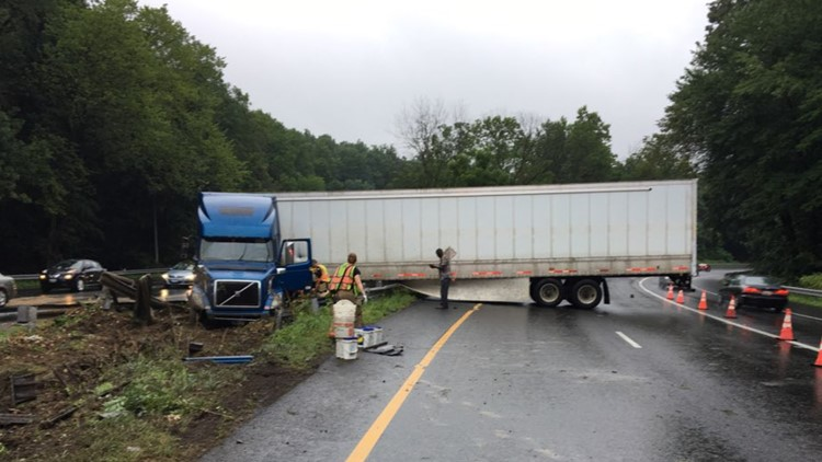 Tractor trailer jacknifed on the IL of I-495