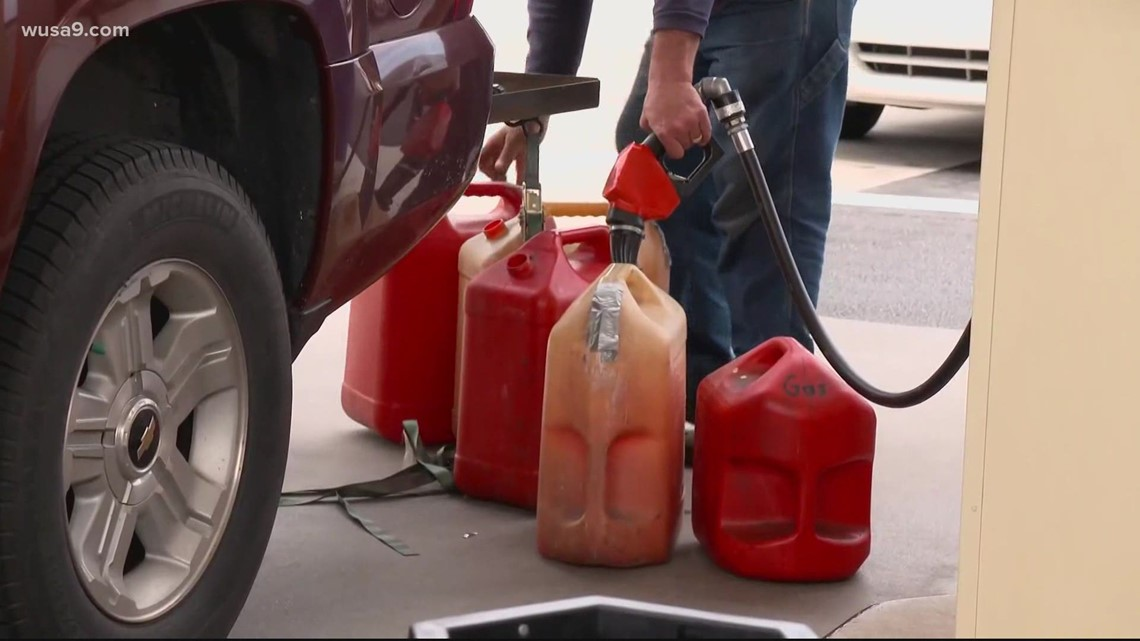 Virginia gas station closes late due to panic buying