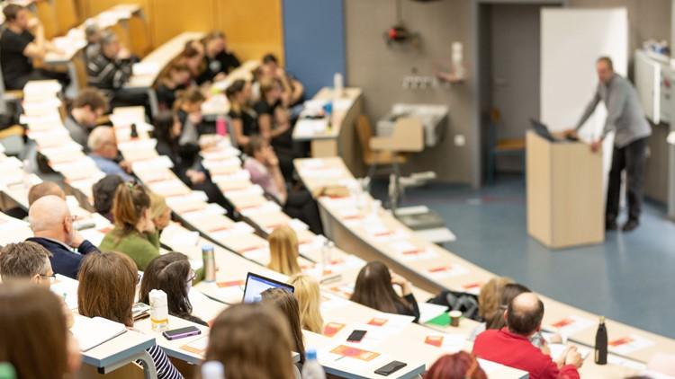 VERIFY: Are COVID-19 vaccine mandates for college students legal?