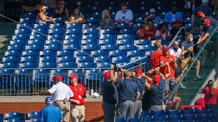 Netting collapses during Phillies vs Nats game; Washington drops series with a loss