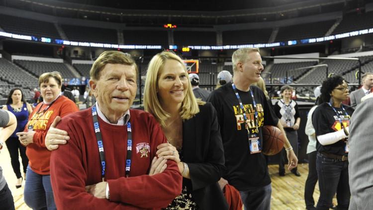 UMD women's basketball head coach Brenda Frese announces her father has cancer