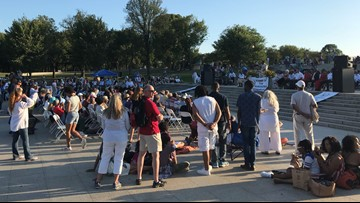Hundreds gather at Lincoln Memorial for Stand Up For Humanity event