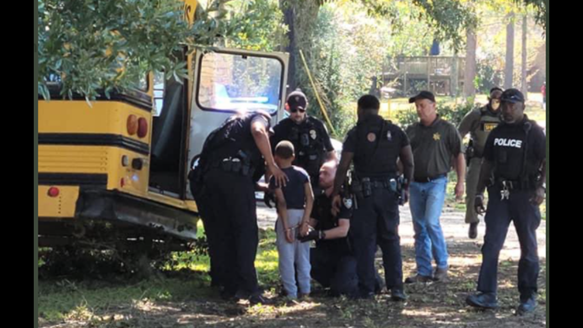 Video Child In Stolen School Bus Leads Baton Rouge Police On Chase Crashes Into Gas Line Wusa9 Com